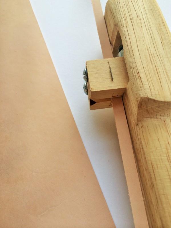 strap cutter cutting leather strip